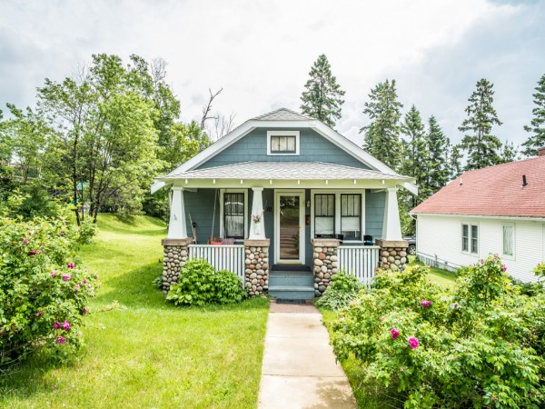 Blue lake bungalow adorable vacation home in grand for Minnesota lake cabin for sale