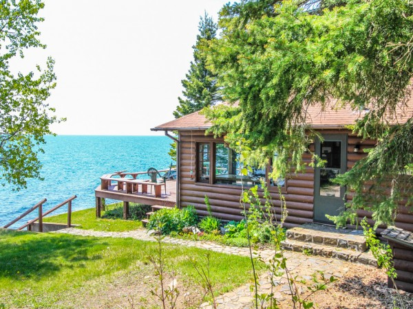 R r lutsen vacation rental on lake superior for Minnesota lake cabin for sale